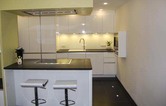 Küche mit Bar - Raumgestaltung & Farbkonzepte aus der Pfalz